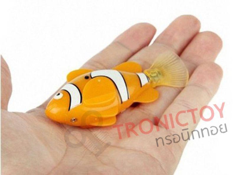 fish robot auto swimming nemo in hand